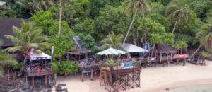 Fabulous Tisa's Barefoot Bar, Restaurant and Hotel